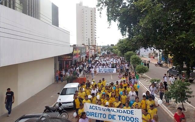 No dia 19 de abril de 2013 alunos das escolas das redes públicas, privada e da Apae promoveram um grande movimento para sensibilizar o poder público, empresários e sociedade sobre a importância de eliminação das barreiras que impedem o direito à acessibilidade