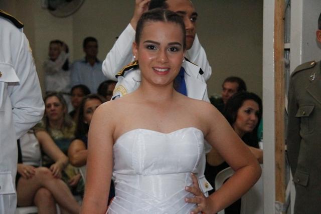A debutante Emilly destacou que passava por uma mistura de emoções momentos antes da festa de gala Foto: Manoel Lima / Seduc)