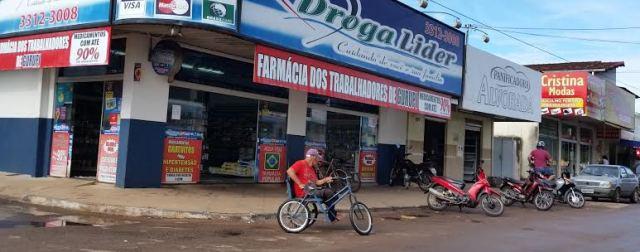 Na entrada Leste da cidade cadeirantes e pessoas com limitações físicas têm dificuldade de chegar até o centro da Cidade. (Foto: Wesley Silas)