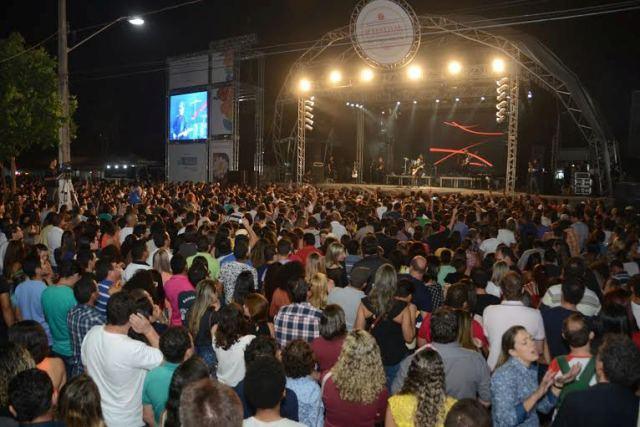 No sábado  o cantor Frejat levou o público ao delírio que em diversos momentos formavam um coro uníssono cantando juntamente com o artista.