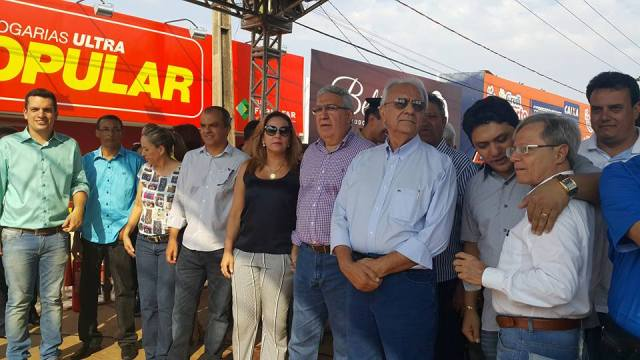 Autoridades, dentre elas o prefeito de Paraíso do Tocantins, Moisés Avelino, prestigiam as festividades de 57 anos de Gurupi.