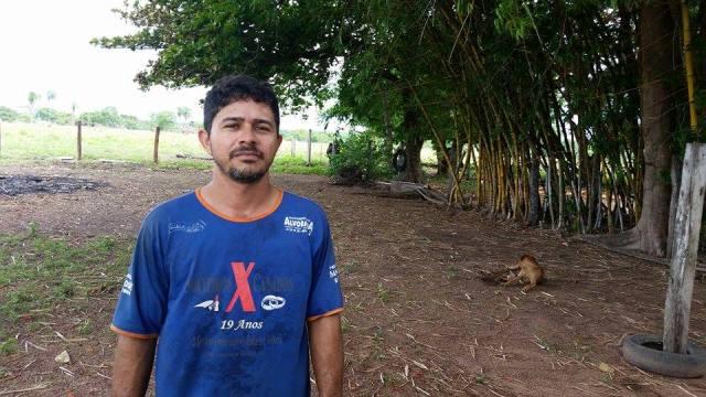 """""""O gado que bebia no rio agora está bebendo a água da cisterna e na água que ainda temos em uma represa"""", disse Gonçalves."""