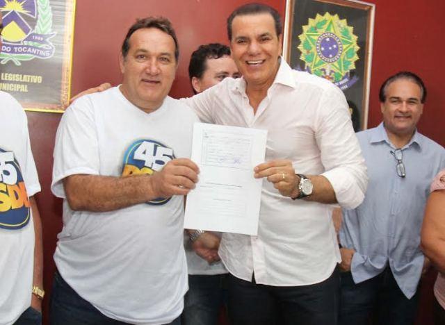 Senador Ataídes Oliveira e o prefeito Gilmar Cavalcante, em Barra do Ouro: valorização dos municípios - Foto: Daniel Bezerra/AscomPSDB