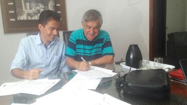 Nilo Roberto e Fransergio do Portal no momento de filiação ao PPS.