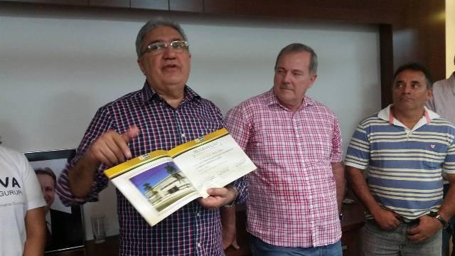 """""""Para vocês verem que em Gurupi não tem crise vamos inaugurar a reforma da Prefeitura construída na década de 1960 pelo ex-prefeito João Paraibano"""". Laurez Moreira."""