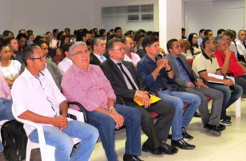 Os candidatos a prefeito Laurez Moreira (PSB) e Walter Júnior (PSDB) estiveram no evento.