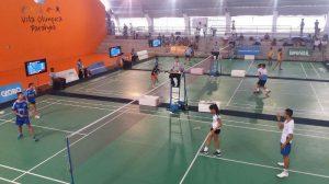 De branco, Cryzia e Gustavo estão nas semifinais do Badminton