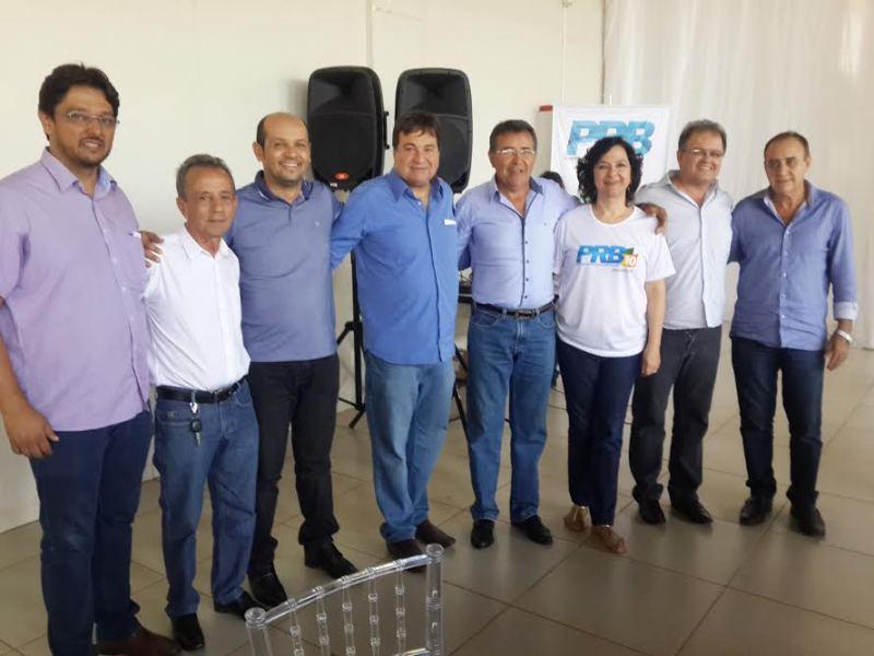 Halum (C) com Bandeira (E), Valquíria Rezende e cinco dos prefeitos eleitos pelo PRB