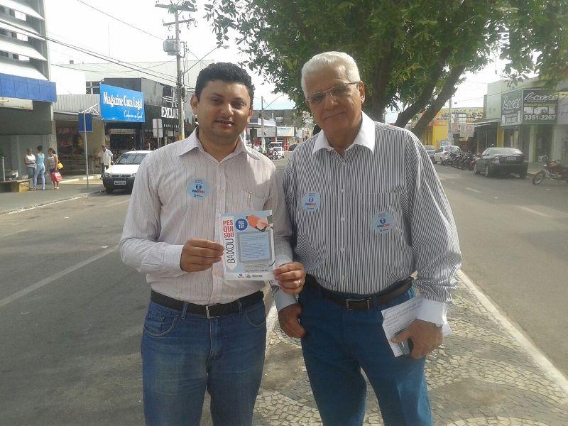 Chefe do núcleo de Gurupi, Cleicivon Martins e o Superintendente do Procon-TO, Nelito Cavalcante durante a blitz em Gurupi.