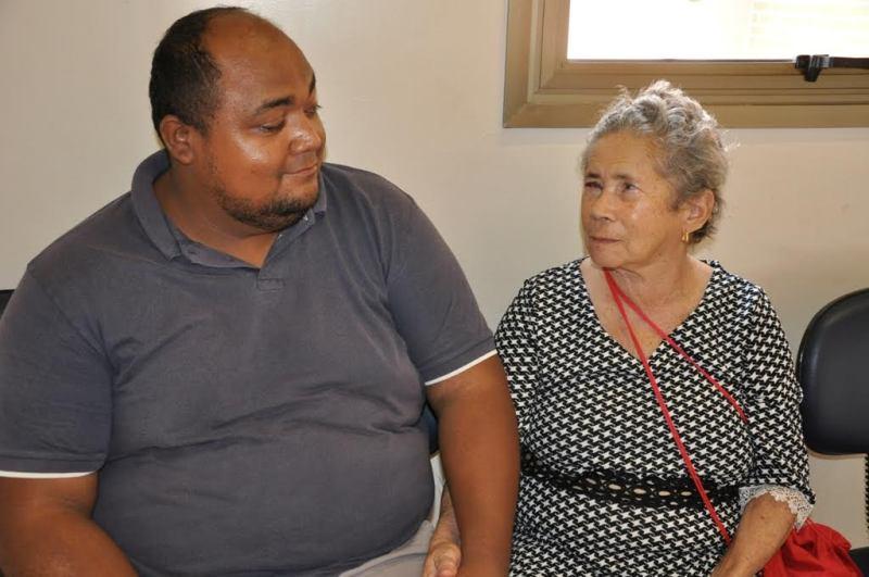 Servidor público Nelzir Silva comemora o transplante de sua mãe Dona Raimunda.