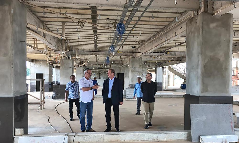 Carlesse-HGG Governador Mauro Carlesse fiscaliza obra do HGG e empresa garante entrega da primeira etapa em setembro
