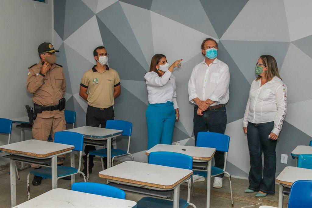 Colégio-Militar-carlesse-e-adriana-1024x683 Ampliação de leitos clínicos e de UTIs, TO-365, entrega de armamentos e visita a colégio Militar, marcam a agenda de Carlesse em Gurupi