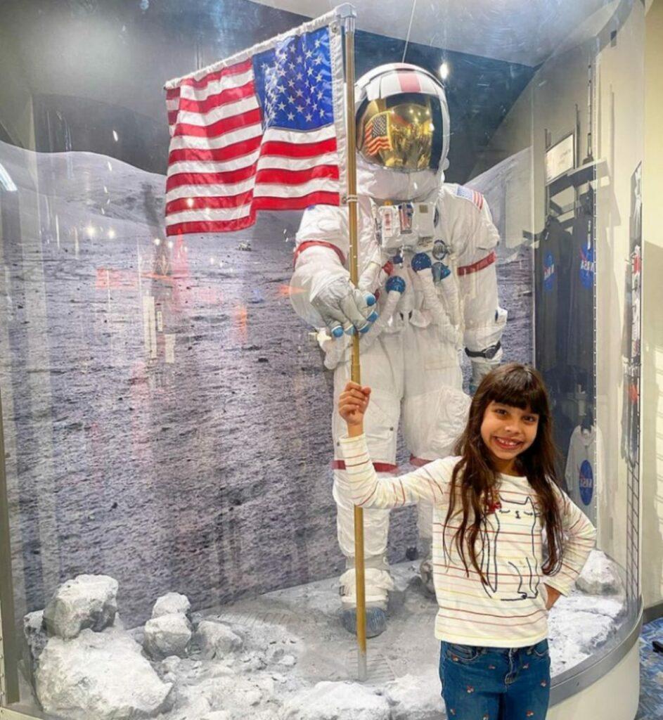 Laura-Buchele-943x1024 Com apenas 9 anos de idade, brasileira entra para grupo seleto das pessoas mais inteligentes do mundo