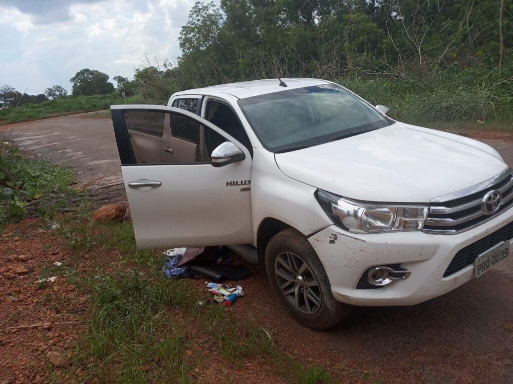 hillux-1024x766 Criminosos roubam caminhonete no centro de Gurupi e atiram em vítima