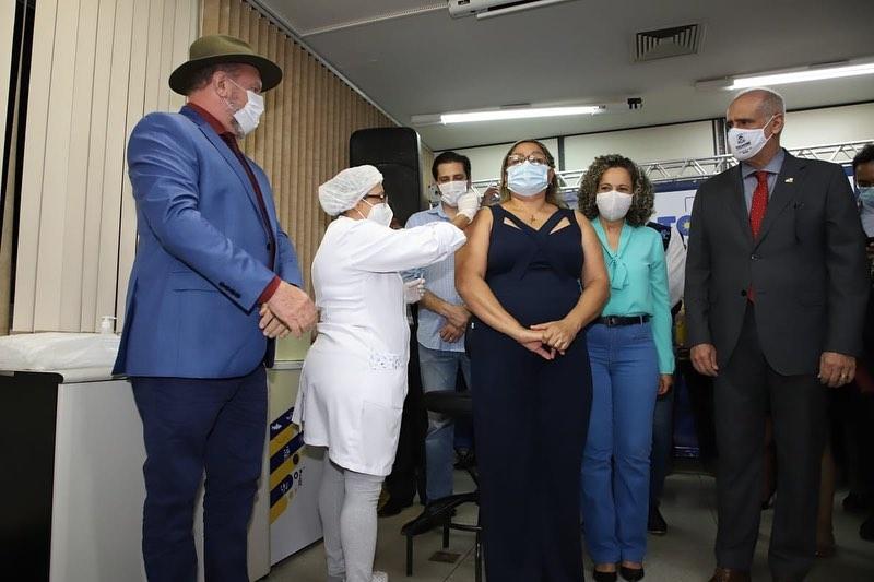 governodotocantinsInstaUtility_-00_CKNL4l2A_ub_11-139547327_1040760886420961_8880762374650087778_n Enfermeira de Gurupi é a primeira tocantinense a ser vacinada contra a Covid-19