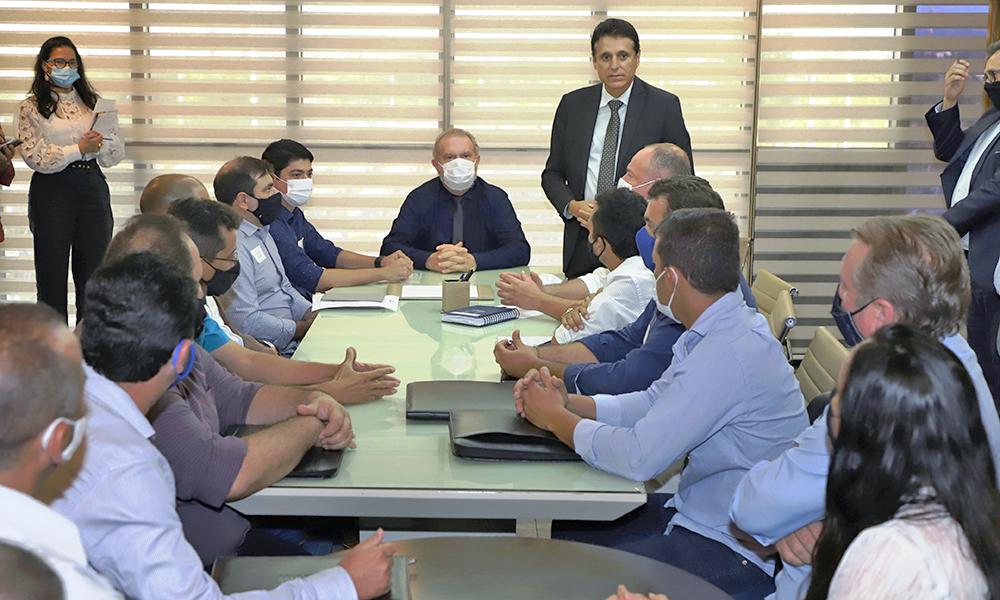 Governador-Mauro-Carlesse-recebe-dep.Milton-Franco-e-prefeitos-foto-Esequias-Araujo Governador Carlesse e prefeitos discutem plano de manejo da APA do Cantão