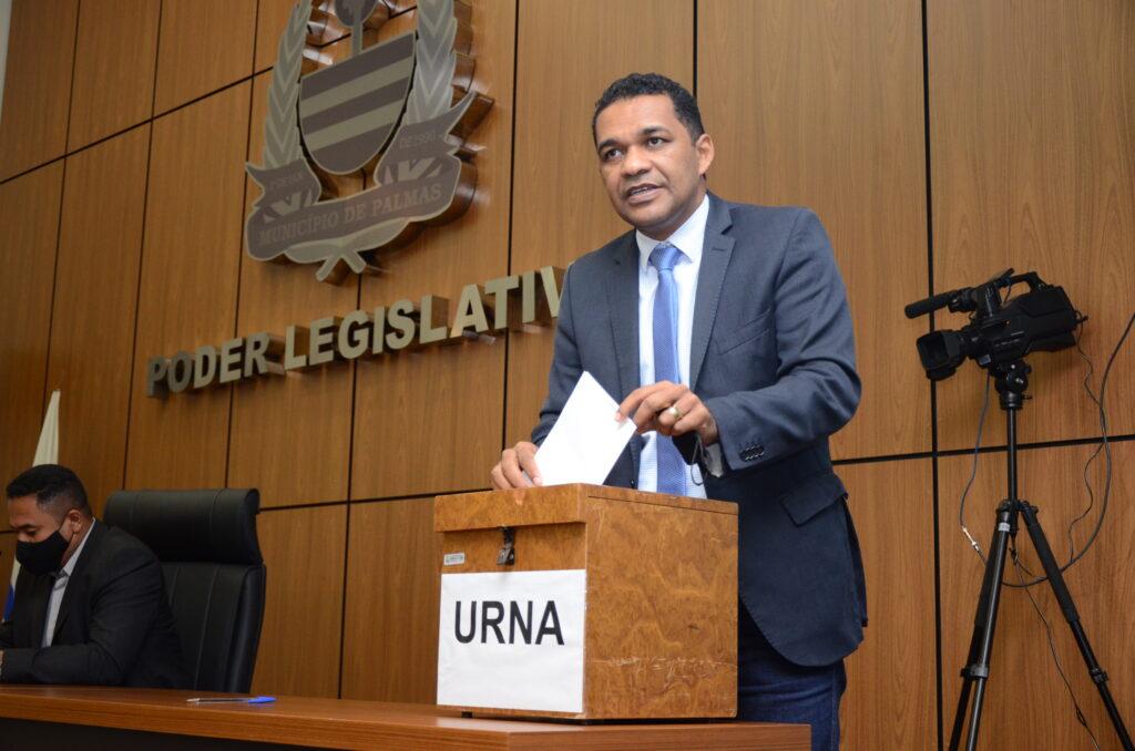 Vereador-Waldson-1024x678 Base de Cinthia Ribeiro sai fortalecida na eleição das Comissões Permanentes da Câmara de Palmas