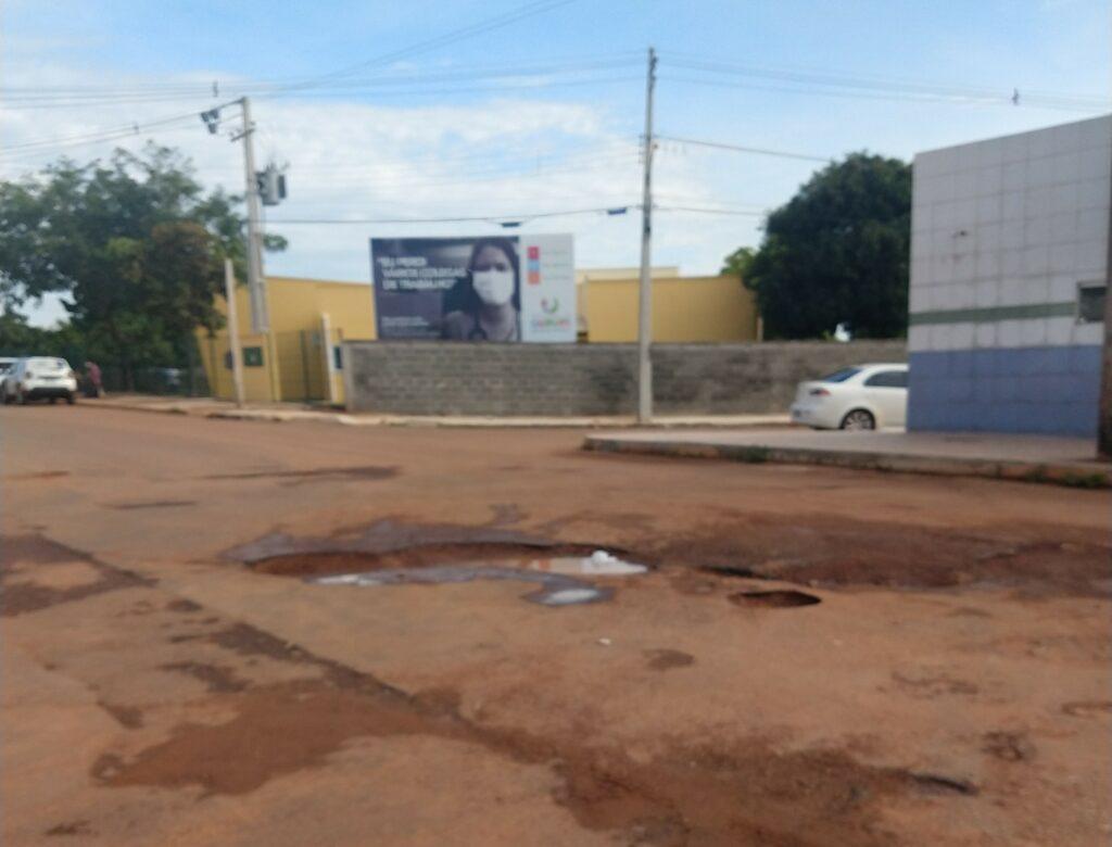 IMG_20210430_091622358-1024x780 Moradores reclamam de buracos nas proximidades de unidades de saúde de Gurupi