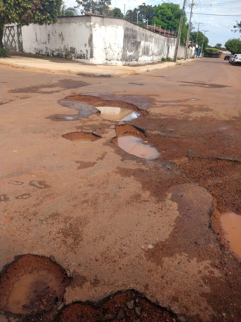 IMG_20210430_091629213-768x1024 Moradores reclamam de buracos nas proximidades de unidades de saúde de Gurupi