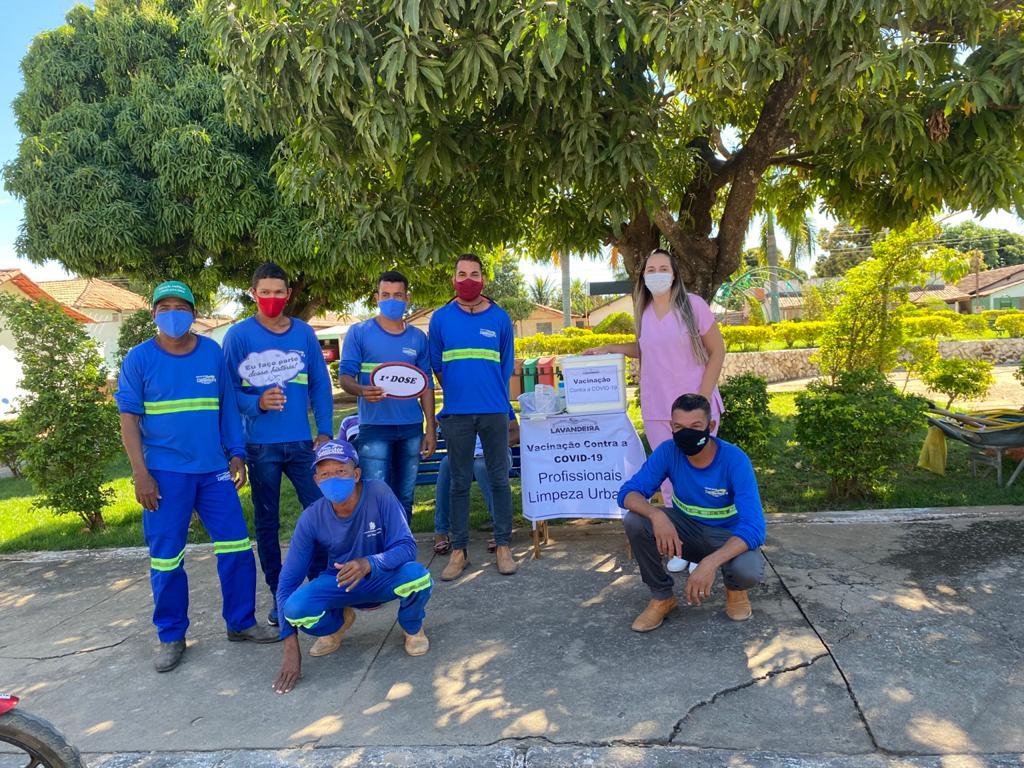 Lavandeira-gari Bom exemplo | Lavandeira imuniza trabalhadores da limpeza pública contra a Covid-19