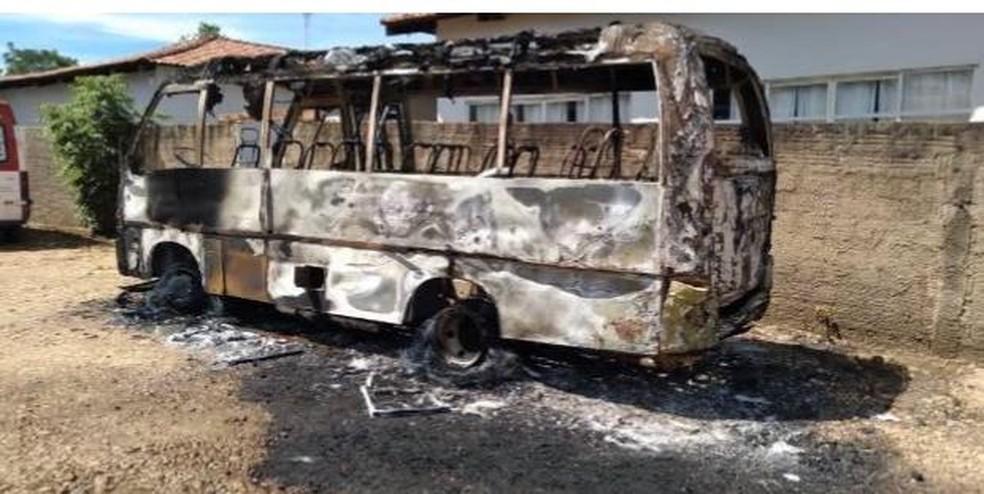 onibus-1 Polícia Civil faz buscas em presídios de Cariri, Araguaína e Gurupi para identificar ordem de incêndio a ônibus ocorrido em Lajeado