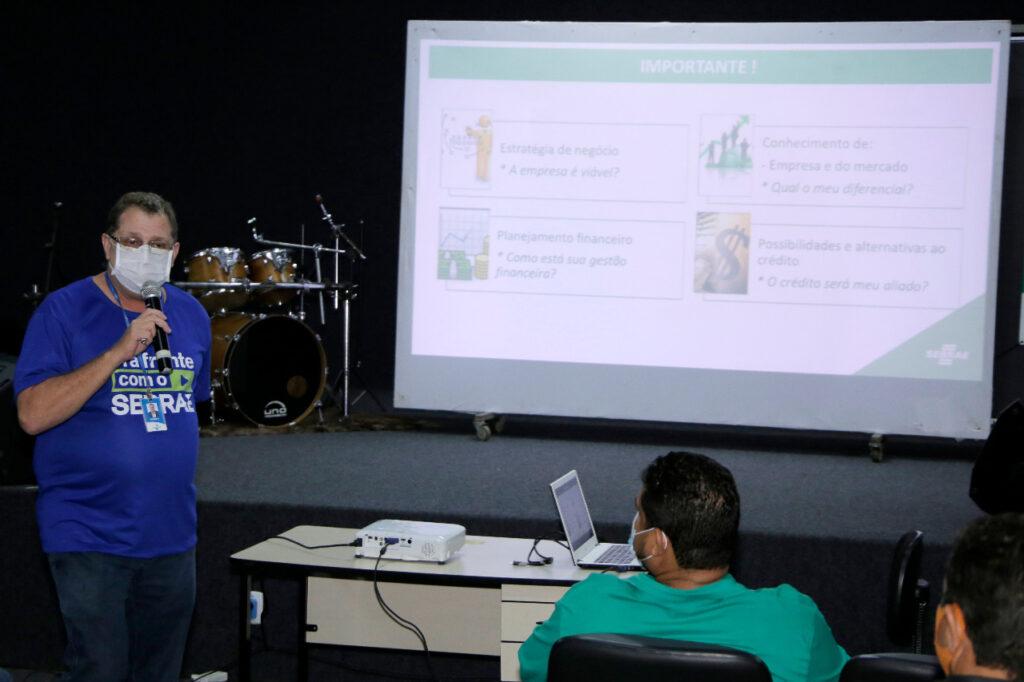 MEI-Analista-do-Sebrae-Francisco-Ramos-Fotos-Lino-Vargas-Ascom-Prefeitura-de-Gurupi-1024x682 Sebrae realiza Dia do Microcrédito para auxiliar MEIs de Gurupi