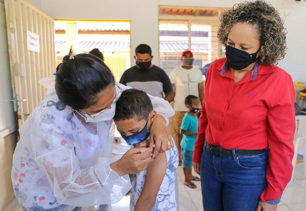 Mais-de-200-pessoas-sao-vacinadas-durante-mutirao-no-setor-Industrial-3-1024x707 Mais de 200 pessoas são vacinadas durante mutirão no setor Industrial