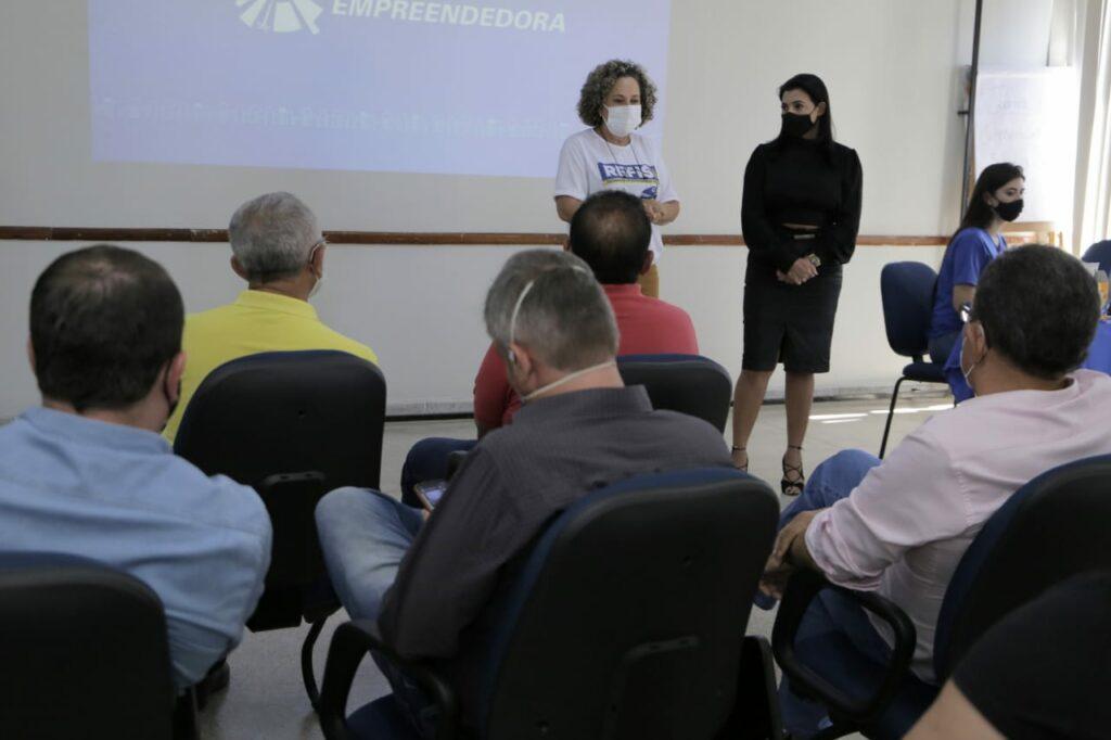 encontro-no-sebrae-4-1024x682 Josi Nunes, Sebrae e Senai discutem programa Cidade Empreendedora e Polo de Confecções do Jeans no município