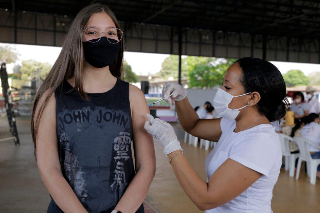 Adolescentes-16-anos-1024x682 Adolescentes de 16 anos recebem dose da Pfizer em Gurupi
