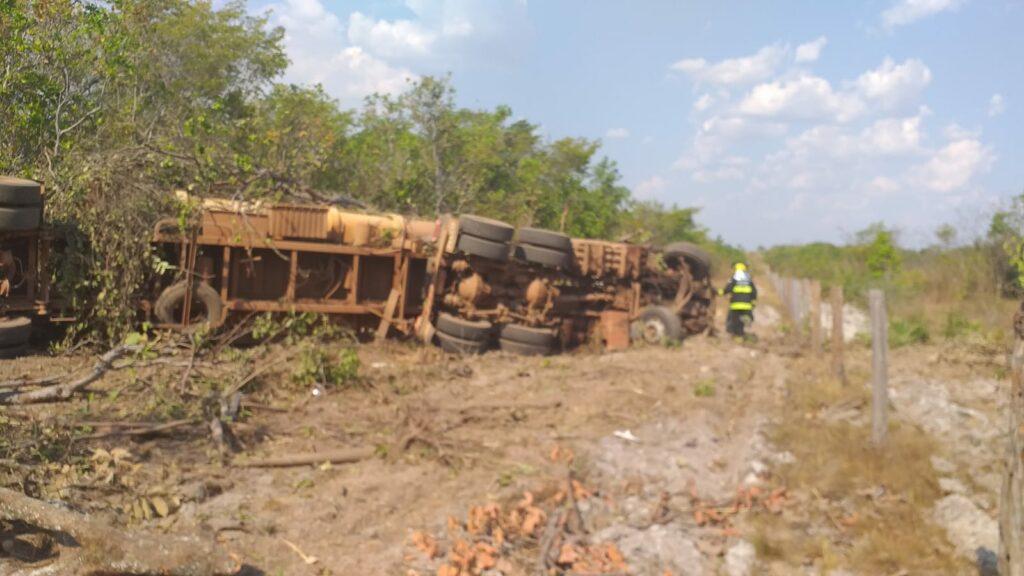 IMG-20210911-WA0306-1024x576 Caminhão tomba próximo a Dueré